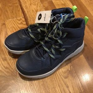 New kids tennis shoe